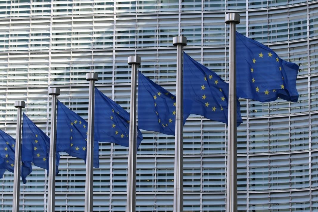 Flaguri europene în fața clădirii Consiliului Europei Berlaymont